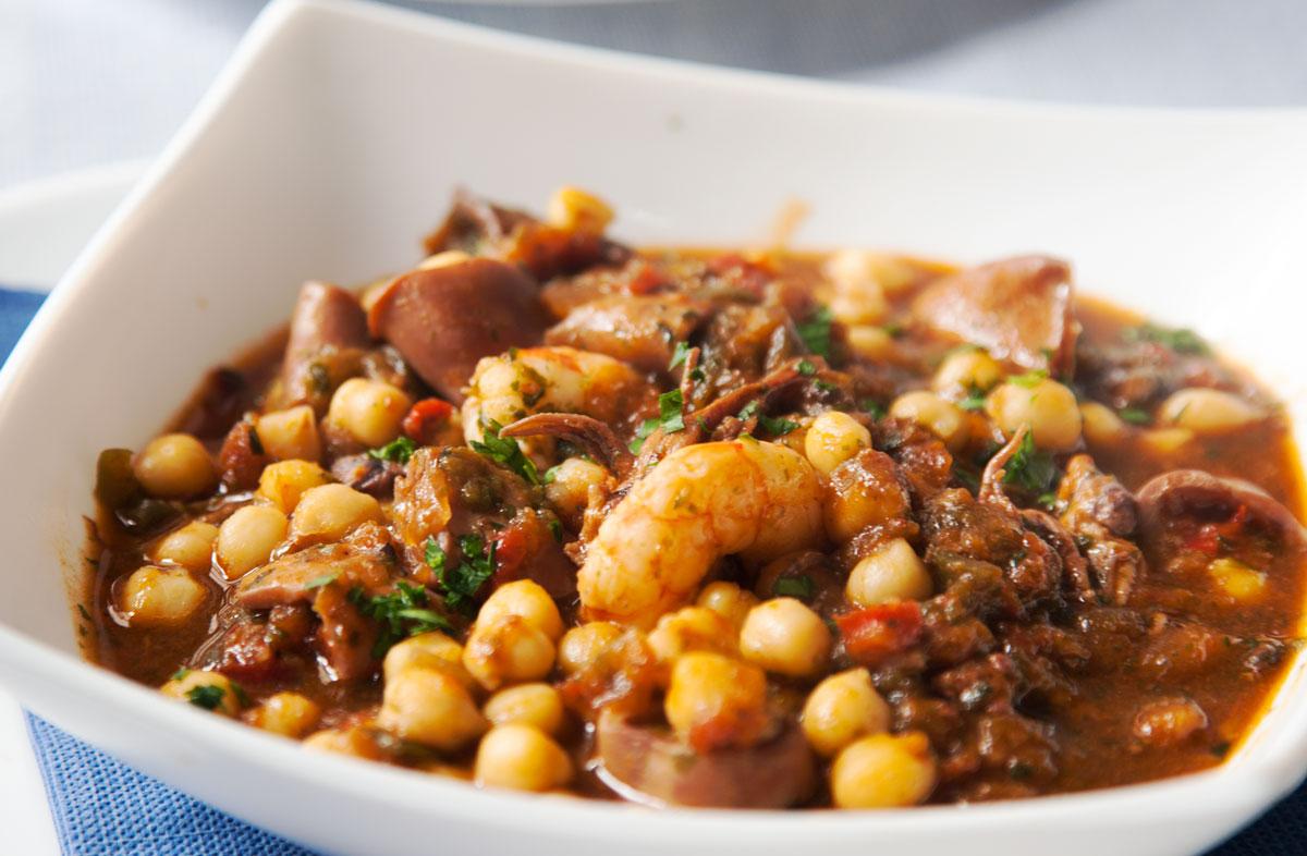 Comer en Tarifa - Garbanzos con chipirones, langostinos y algas de La Pescaderia