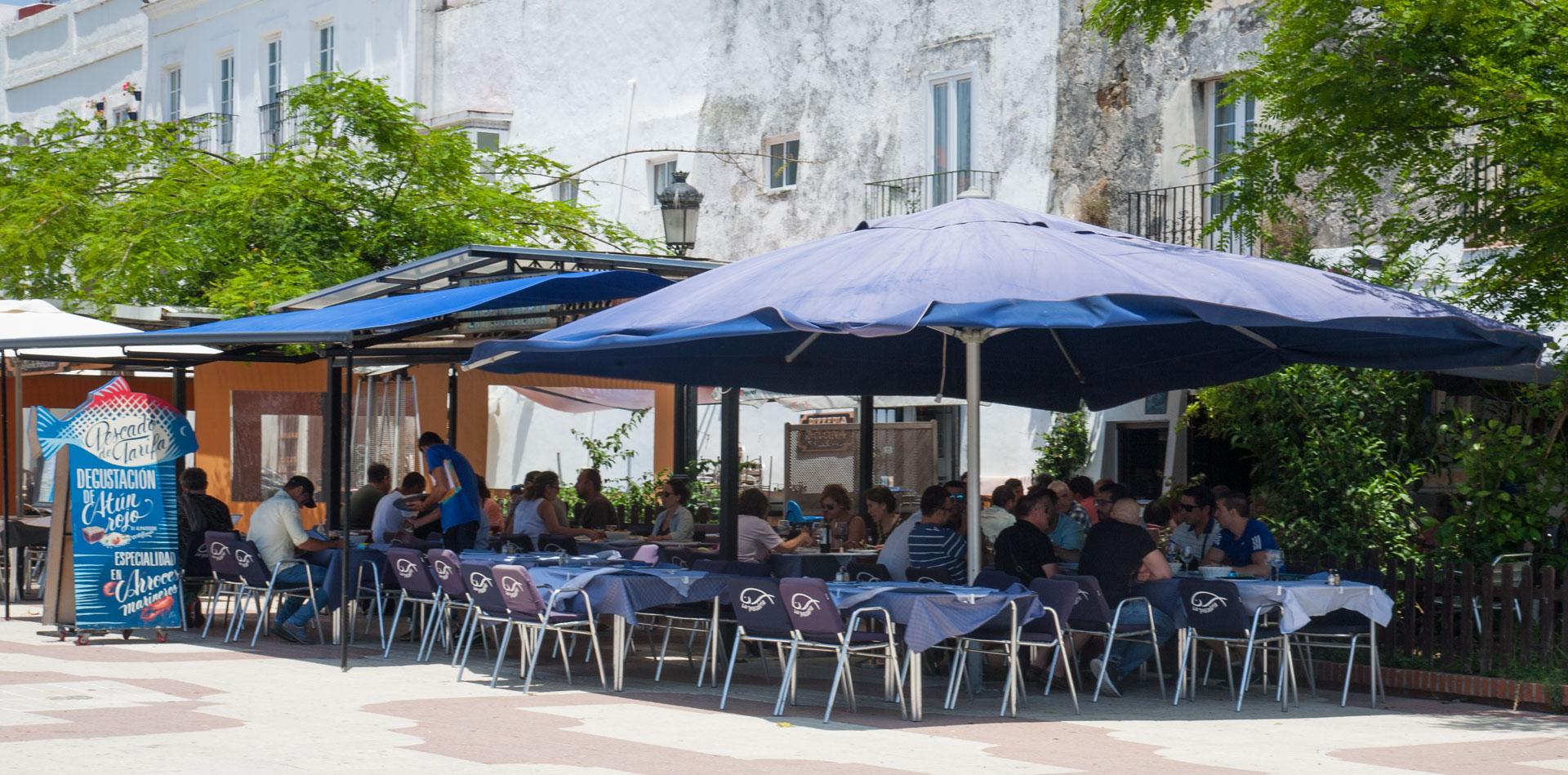 Comer en Tarifa - La Pescadería terraza día