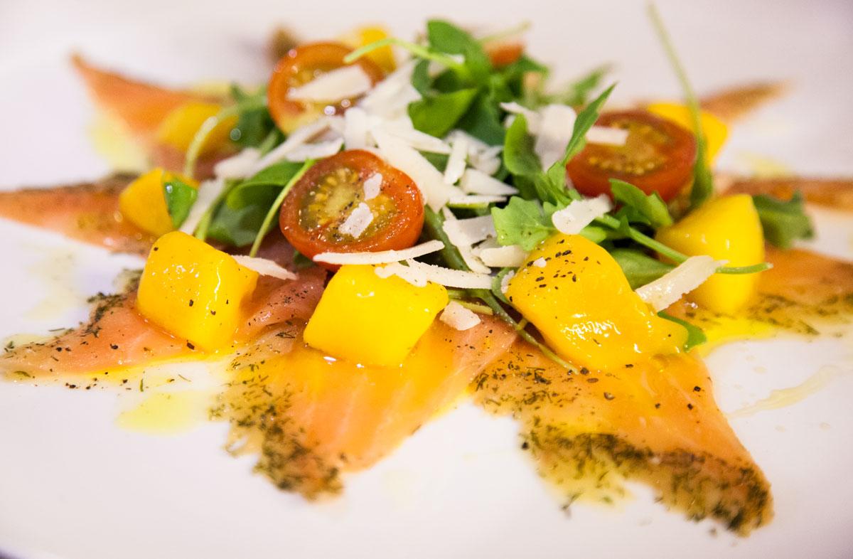 Comer en Tarifa - Ensalada de Salmón marinado de La Pescadería