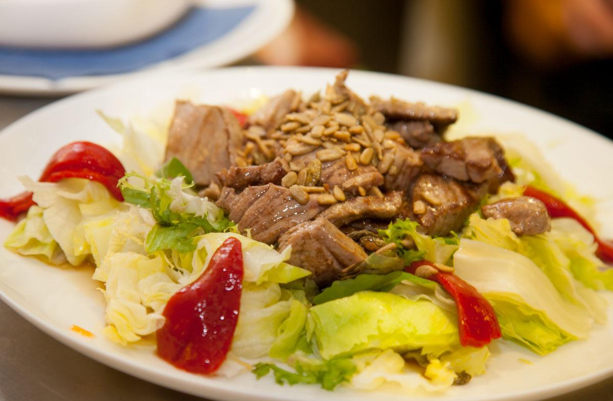 Comer en Tarifa - Ensalada templada de atún de La Pescaderia